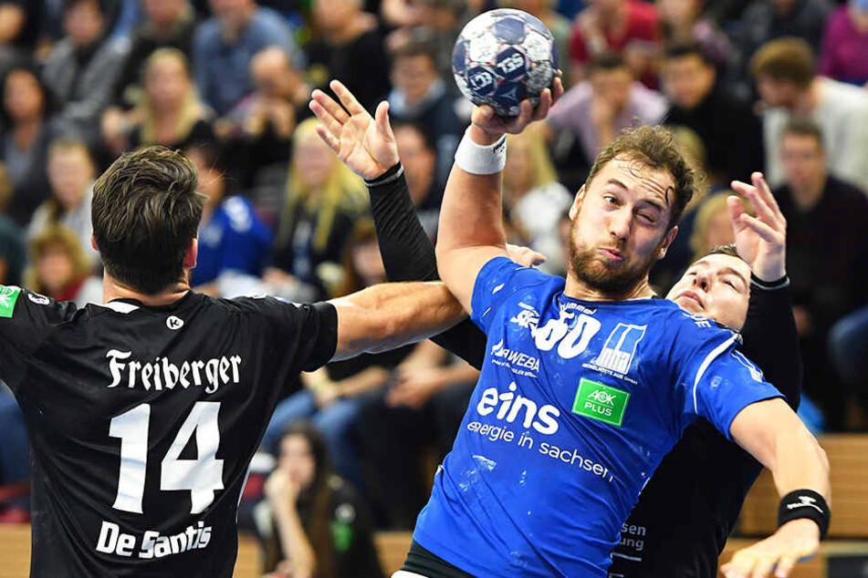 Torjäger Marc Pechstein setzt sich gegen zwei Dresdner durch und zieht ab. Wie oft gelingt ihm das am Sonnabend?