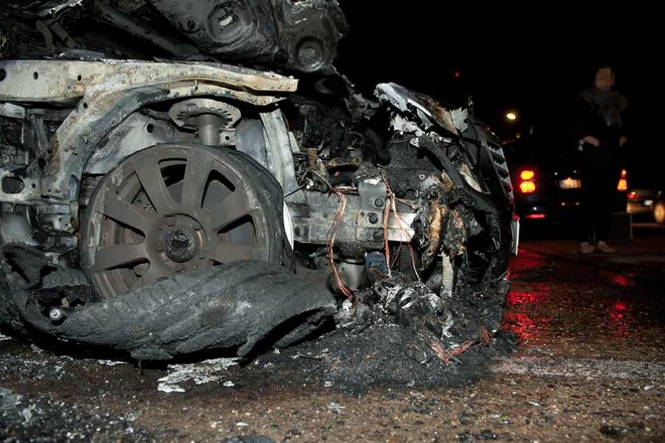 Auf dem Wildhüterweg in Neukölln brannte ein Mercedes aus (Symbolfoto).