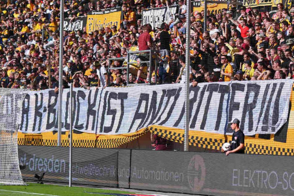 Am Sonntag beim Spiel gegen Greuther Fürth bezogen die Fans im K-Block Stellung gegen Präsident Andreas Ritter.