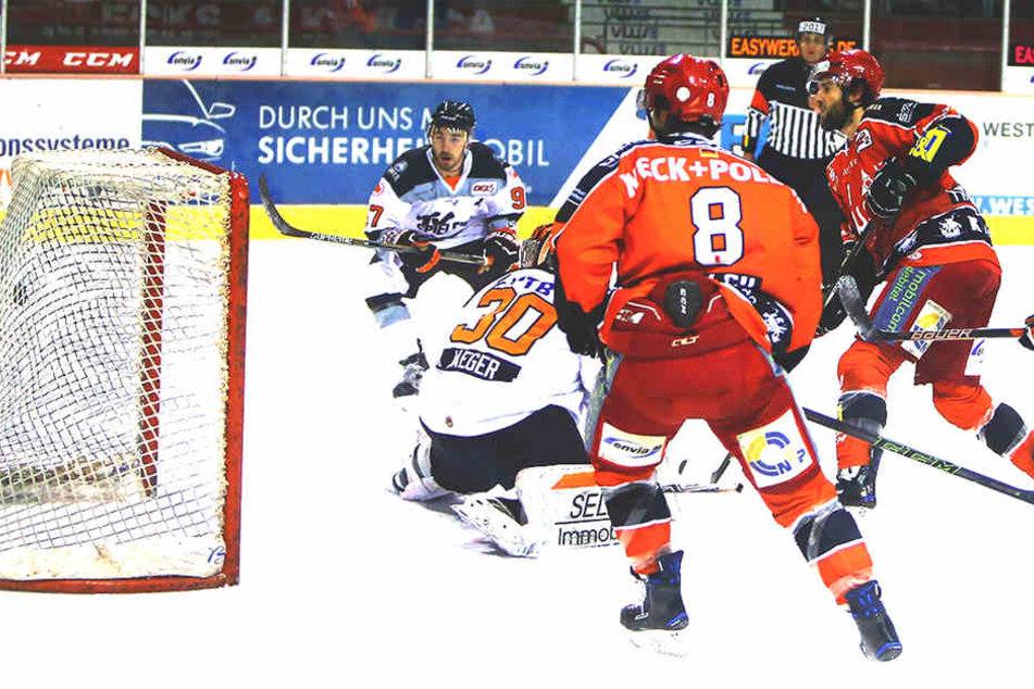 Pinizotto schoss die Eispiraten zum 2:0.
