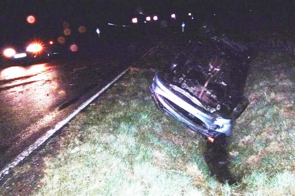 Der Peugeot überschlug sich in einer Linkskurve. Der Wagen wurde abgeschleppt.