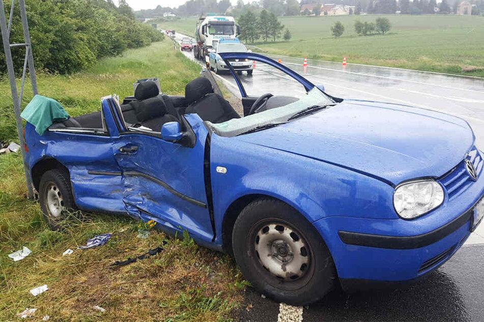 Der VW wurde komplett zerstört.