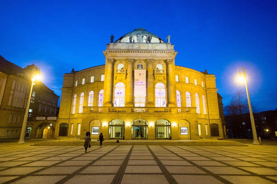 Im Chemnitzer Opernhaus können die Arbeiten der verborgenen Künstler bewundert werden.