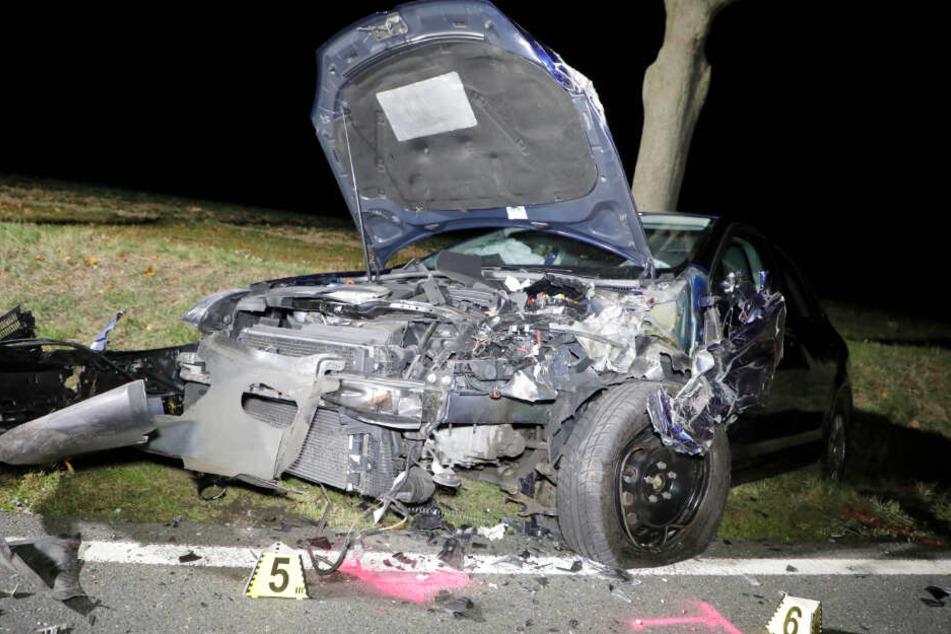 Es entstand nicht nur ein erheblicher Blechschaden, bei dem Unfall wurden auch mehrere Personen verletzt.