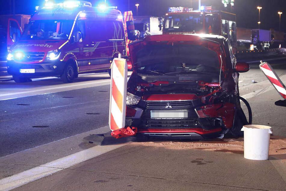 Tödlicher Unfall auf A4: Fahrer (65) durchbricht Leitplanke und stirbt