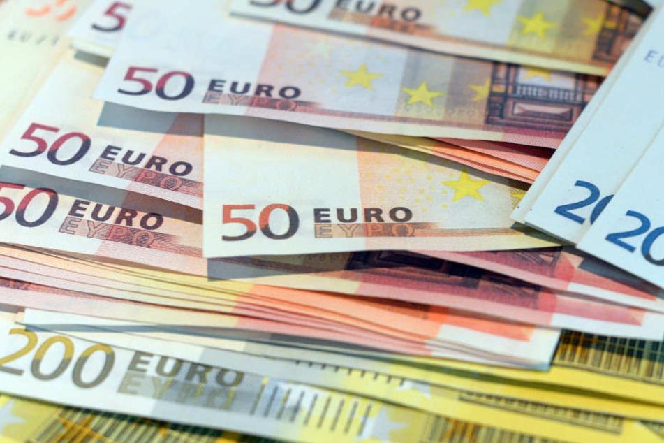 In einem Auto fand die Polizei rund 2000 Euro in Falschgeld.