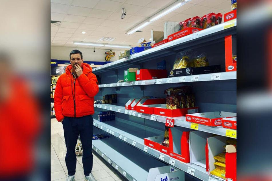 Florian David Fitz (45) kann nicht glauben, was im Supermarkt passiert.