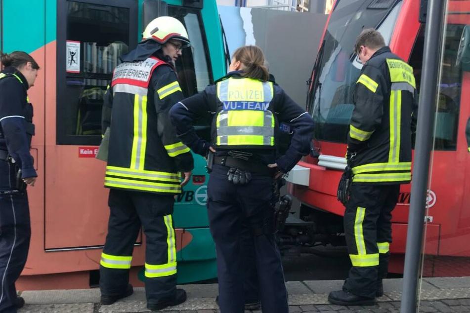Unfall-Drama am Rudolfplatz: Mann wird von KVB-Bahn eingeklemmt