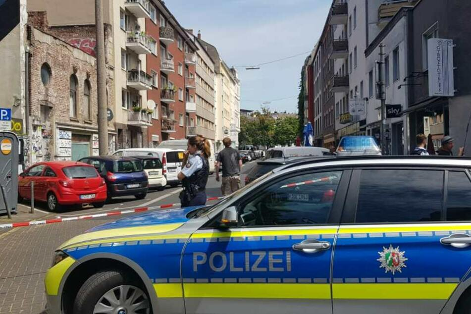 Die Polizei sperrte den Einsatzort weiträumig ab. Die Bonner Polizei hat die Ermittlungen übernommen.