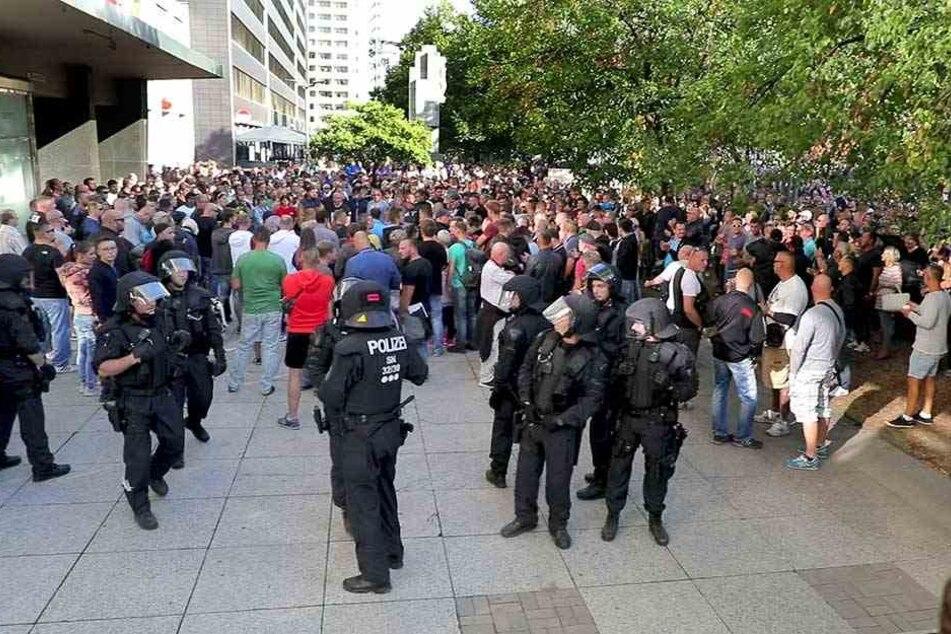 Mit einem massiven Polizeiaufgebot wurde die Demo der Rechten abgesichert.