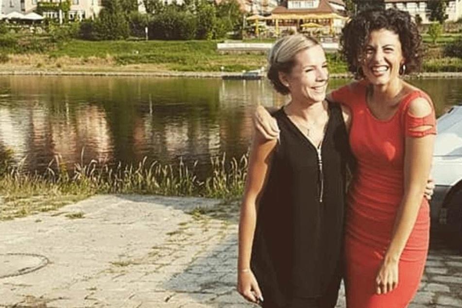 Arm in Arm mit ihrem Serien-Idol: Sophia Venus (24, l.) am Elbufer mit Liza Tzschirner (31).