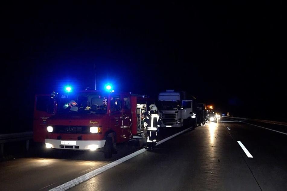 Die Autobahn war für etwa drei Stunden vollständig gesperrt.