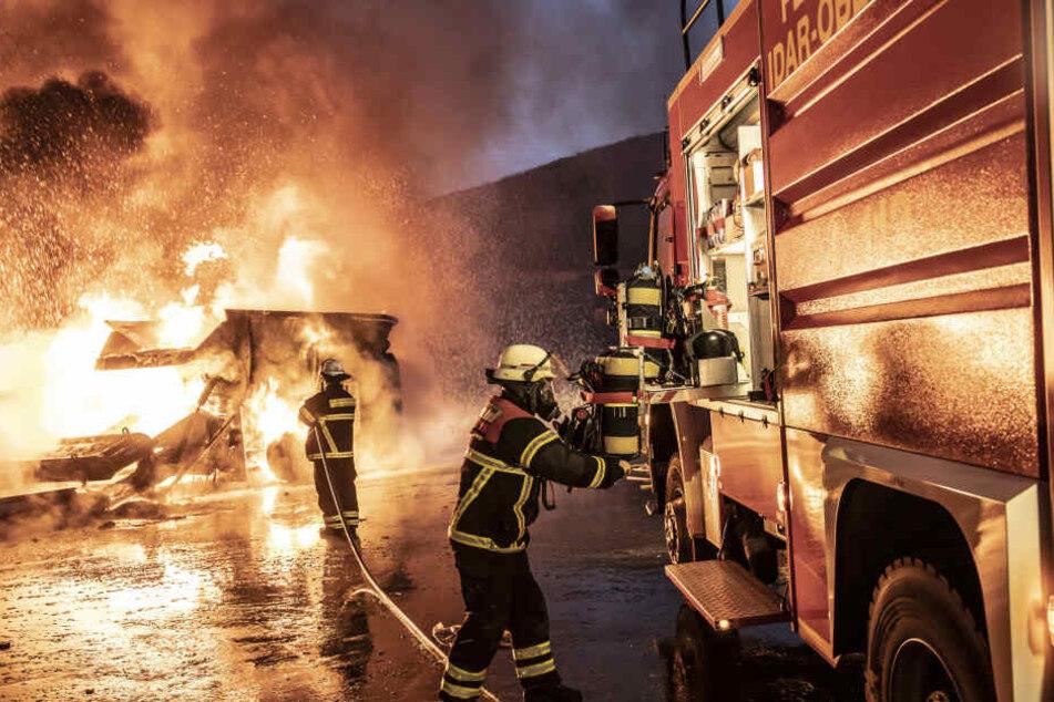Die Feuerwehr hatte den Brand gegen 6.30 Uhr weitestgehend unter Kontrolle.