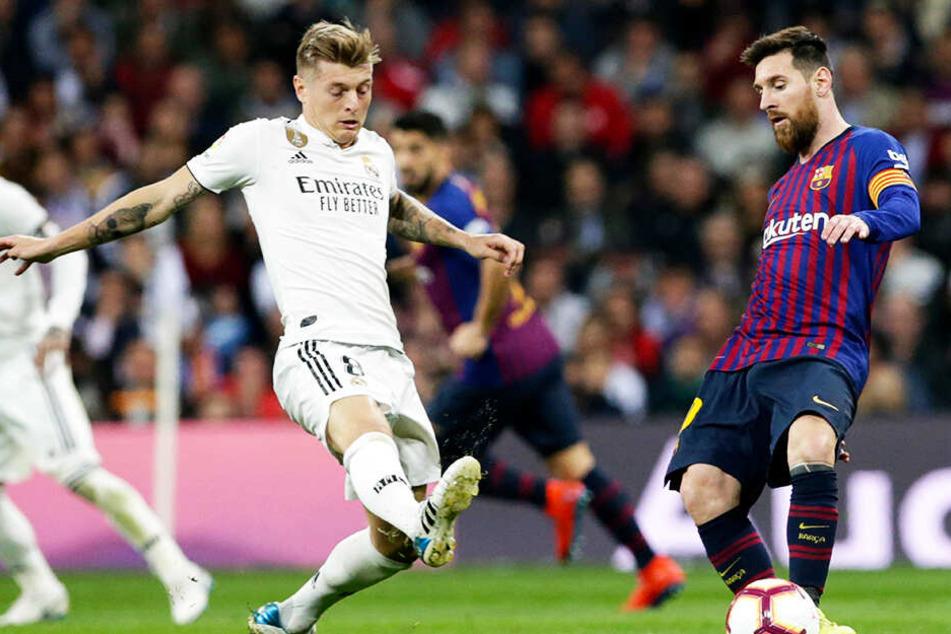 Barcas Lionel Messi (r.) im Duell mit Reals zuletzt oft kritisiertem Toni Kroos.