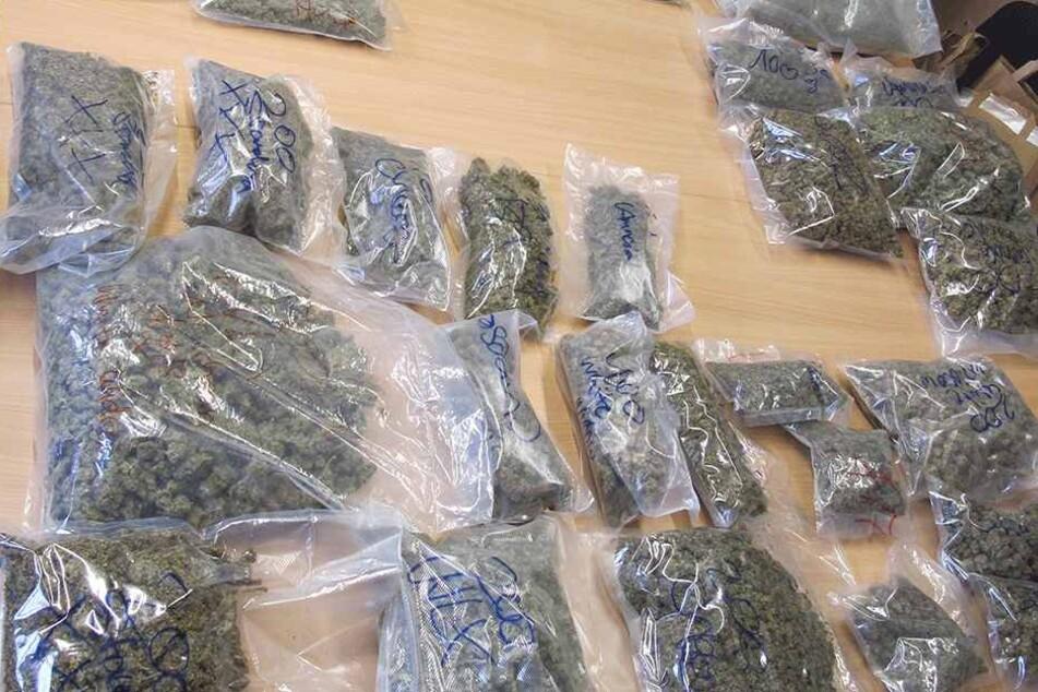 Sechs Kilo Cannabis stellte die Polizei in einer Wohnung in der Dresdner Neustadt sicher.