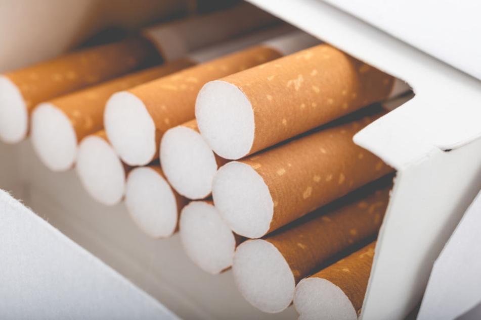 Die Täter hatten es bei den Einbrüchen auch auf Zigaretten abgesehen. (Symbolbild)