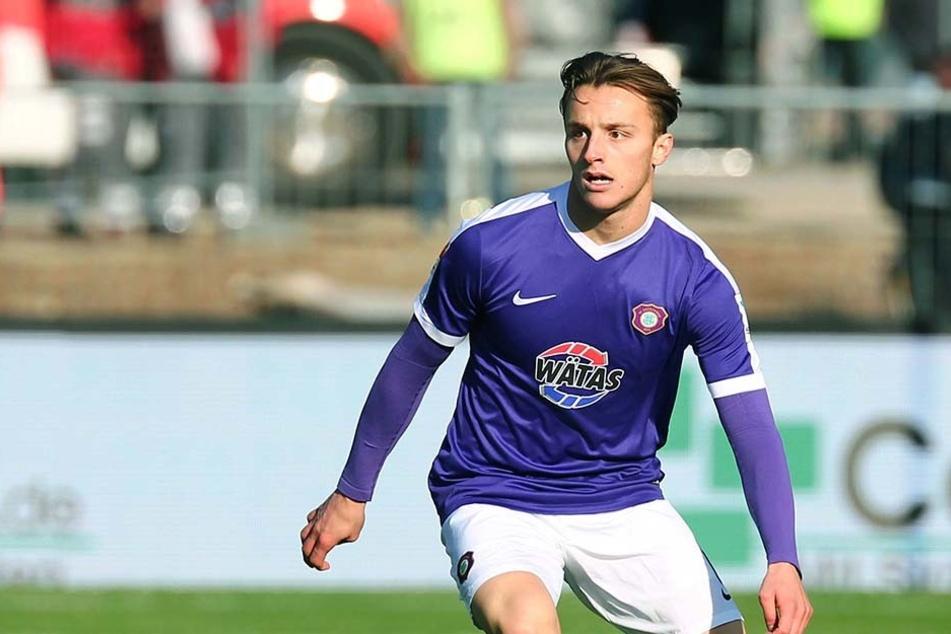 Mirnes Pepic beim Punktspiel gegen den 1. FC Union Berlin. Bisher kam er auf drei Kurzeinsätze in der Liga.