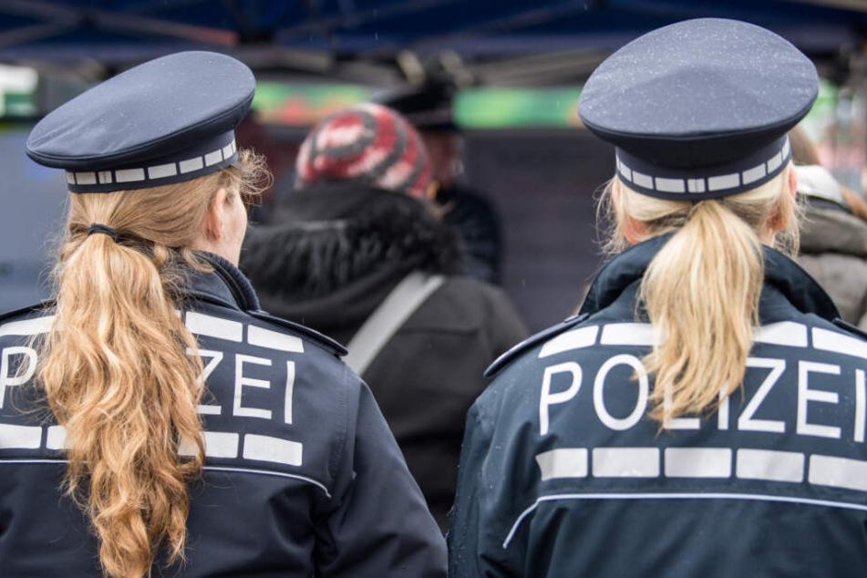 Eine Polizistin wurde bei der Schlägerei durch einen Messerstich verletzt. (Symbolbild)