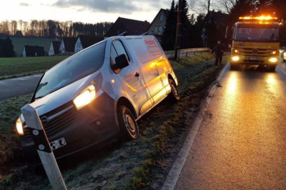 In OWL kam es zu zahlreichen Glätte-Unfällen, wie hier auf der Dornberger Straße in Bielefeld.