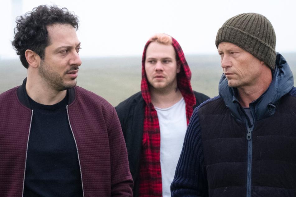 Nick Tschiller (Til Schweiger, rechts) musste für Yalcin Gümer (Fahri Yardim, links) auf Tom Nix (Ben Münchow) aufpassen.