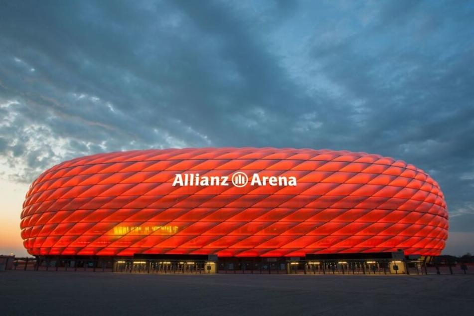 Ernste Sache: Warum wird die Allianz Arena orange angestrahlt?