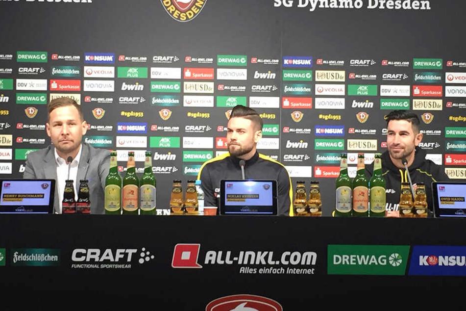Auf der Pressekonferenz wurde Maik Walpurgis von Ovid Hajou (rechts) vertreten. Niklas Kreuzer saß als Spieler auf dem Podium. Henry Buschmann stellte die Fragen.
