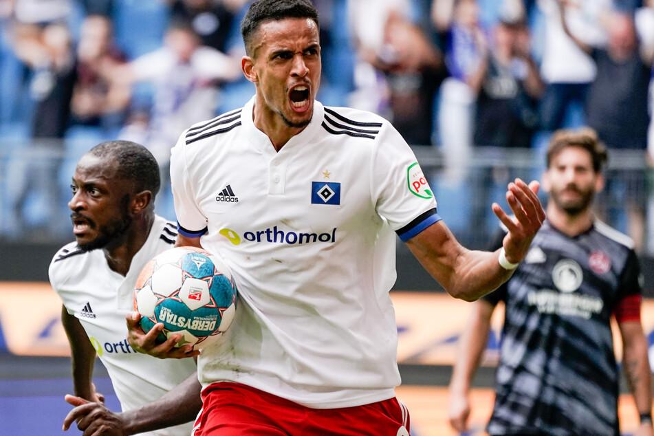 Kopfballungeheuer Glatzel (M.) jubelt nach seinem zweiten Treffer zum verdienten 2:2 für den HSV. Anschließend drückte die Hausherren nochmal, doch es blieb beim Remis.