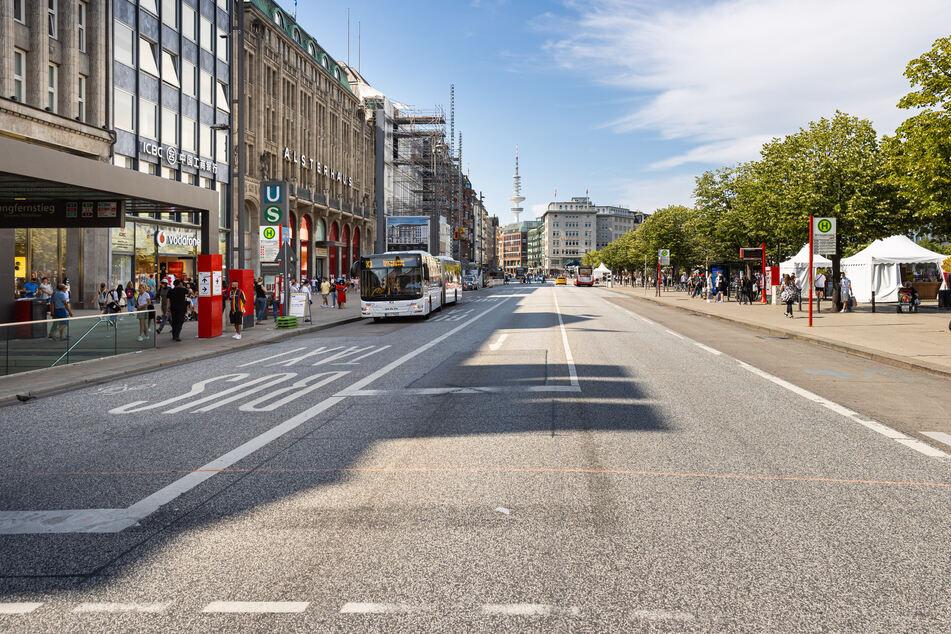 Ein autofreier Hamburger Jungfernstieg wird in Zukunft die Regel sein. (Archivfoto)