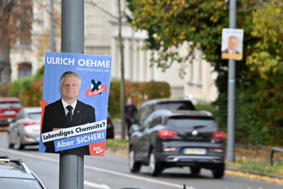 Besonders von Ulrich Oehme (60, AfD) hängen noch einige Plakate in Chemnitz.
