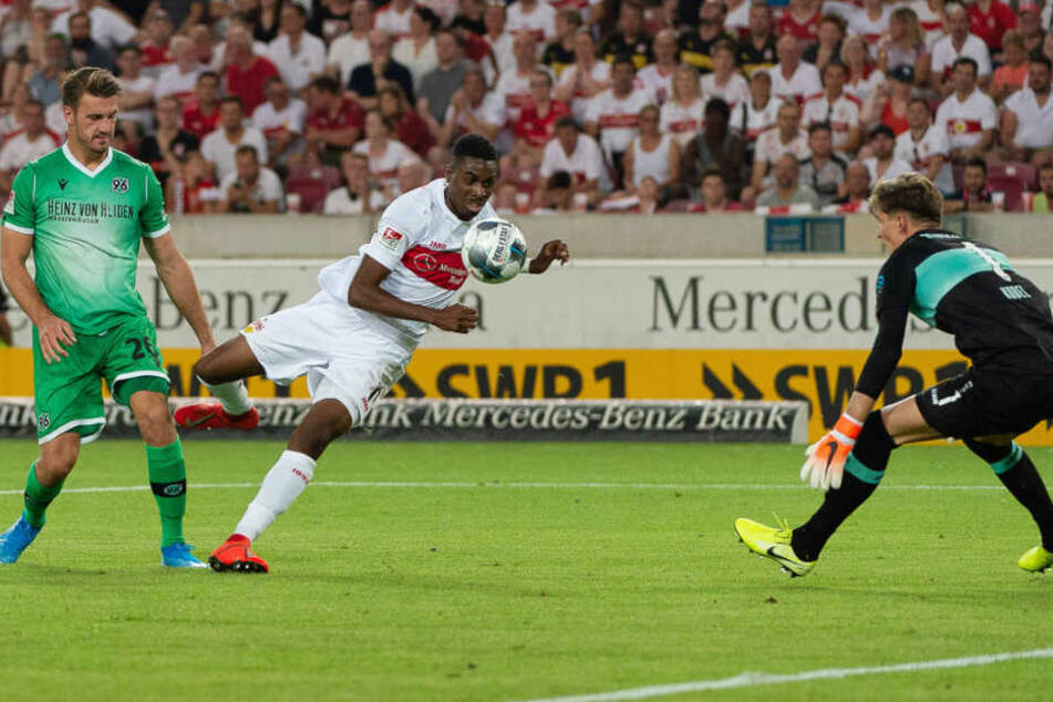 Mit seinem ersten Ballkontakt erzielte Maxime Awoudja ein spektakuläres Eigentor.