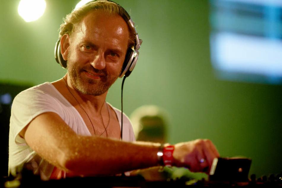 """Sven Väth legt am 1. Mai 2012 in der Dortmunder Westfalenhalle bei der Techno-Veranstaltung """"Mayday"""" auf."""