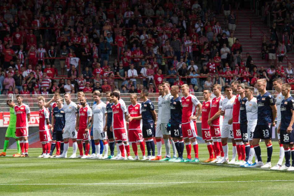 Im letzten Jahr wurden die Trikots gegen den FC Carl Zeiss Jena präsentiert.