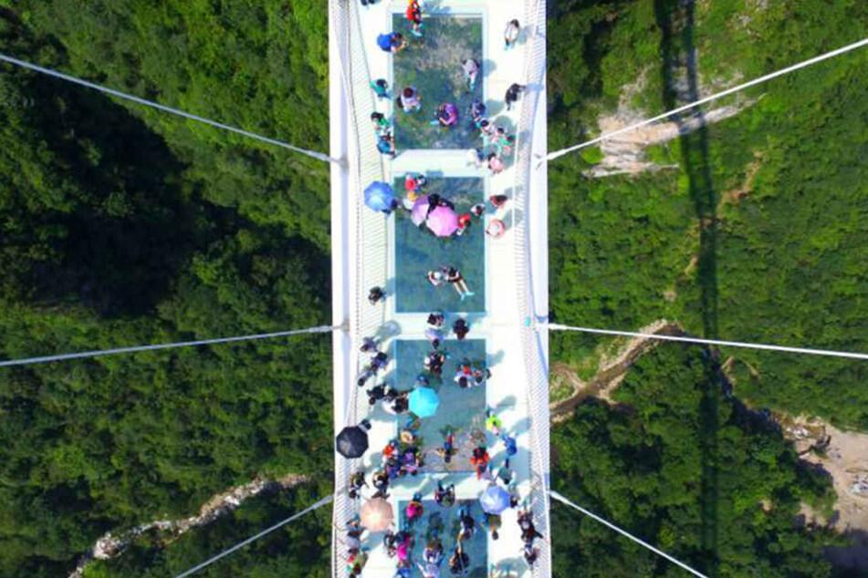 Tausende Menschen hatten auf die Eröffnung der Brücke gewartet. Doch nur 800 dürfen gleichzeitig drauf