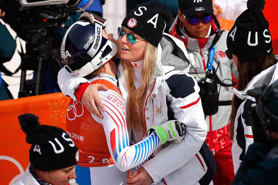 Umarmung im Ziel: Lindsey Vonn (rechts) drückt 2018 in Pyeongchang ihre Teamkollegin Laurenne Ross