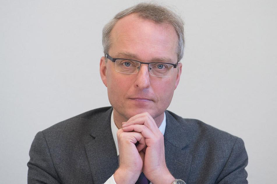 Landesbischof Carsten Rentzing (51): Seine Kirche darf künftig bei Sonntagsarbeit in Callcentern mitreden.