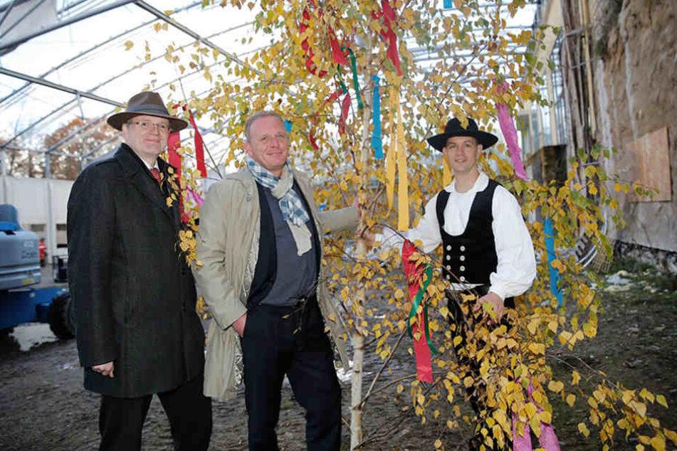 Bürgermeister Detlef Sittel (49, CDU), Zoo-Chef Karl-Heinz-Ukena (46) und  Zimmermann Danilo Kühn (41).