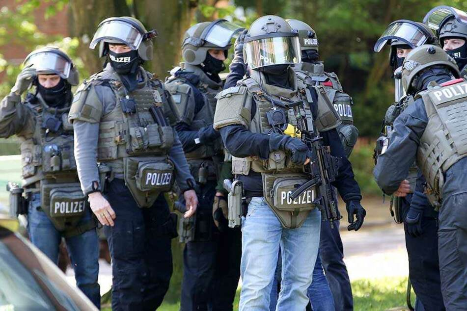 Schwer bewaffnete Spezialeinsatzkräfte waren am Morgen in Hamburg im Einsatz.