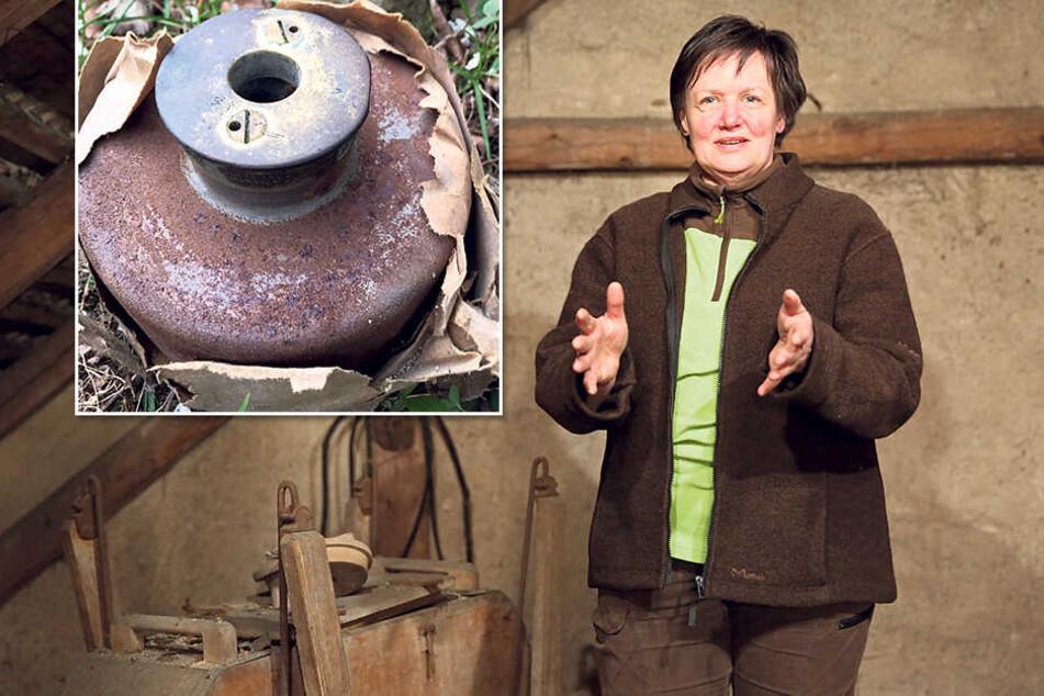 Köchin Rosita Müller (59) zeigt, wie groß die Tellermine war.