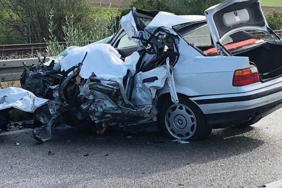 Eine 56 Jahre alte Autofahrer ist bei einem schweren Unfall in Bayern gestorben.