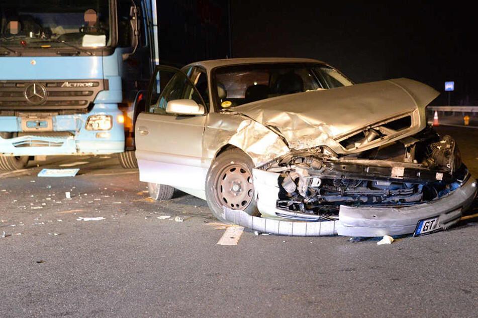 Der Fahrer des Opels musste sofort in ein Krankenhaus gebracht werden.