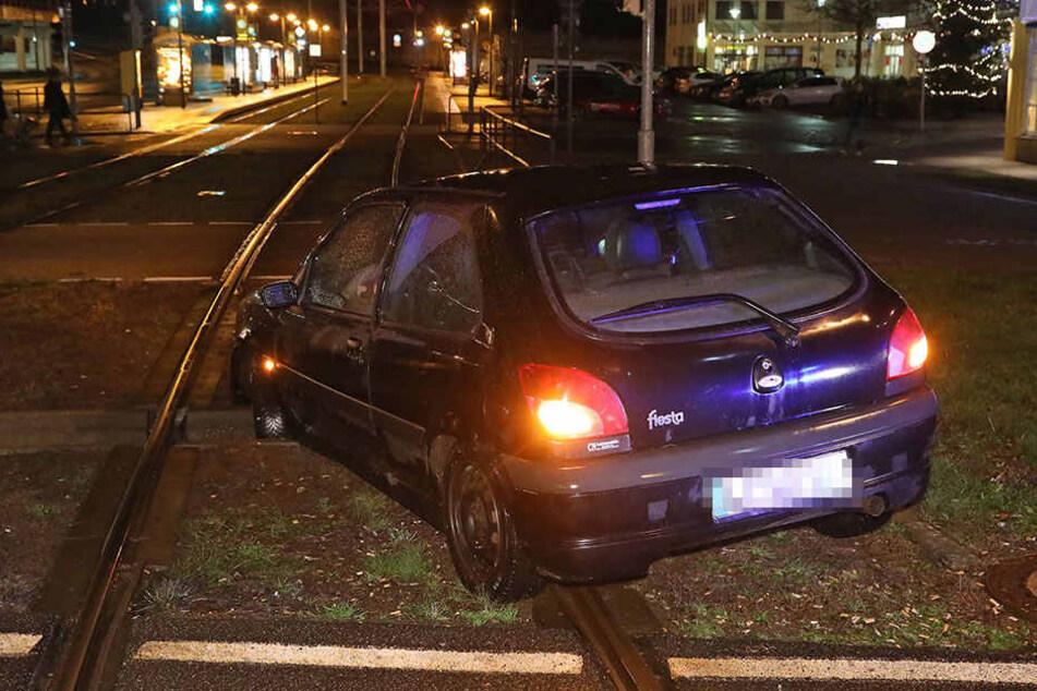 Die Straßenbahnlinie 7 wurde für eine Stunde unterbrochen und konnte erst gegen 21.45 Uhr wieder fahren.