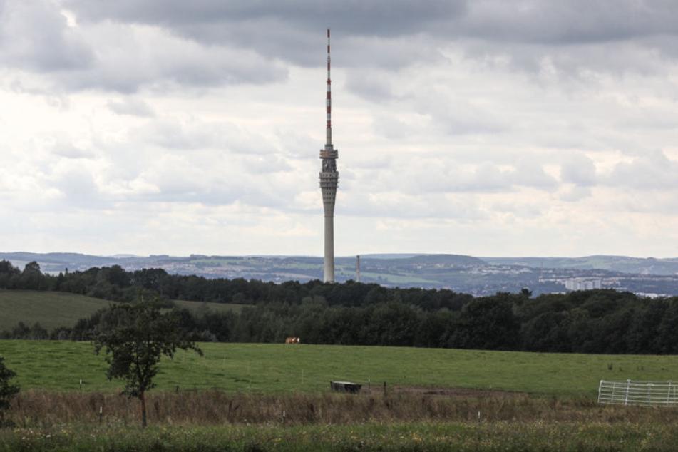 Noch immer ist der Fernsehturm für Besucher gesperrt. Im Stadtrat häufen sich aber die Initiativen für eine Wiedereröffnung.