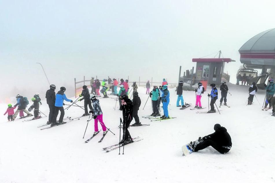 Auf dem Fichtelberg in Oberwiesenthal herrscht besonders an den Wochenenden großer Andrang an den Skiliften.