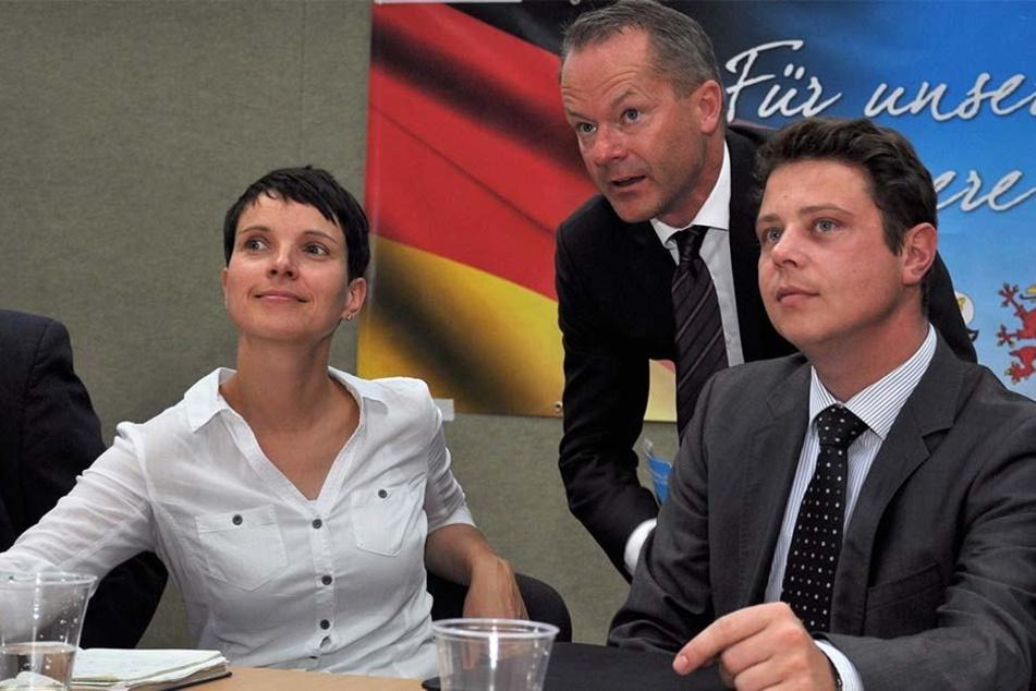Stephan Reuken (re.) neben Frauke Petryam 26.08.2016 im Anklamer Volkshaus (Mecklenburg-Vorpommern).