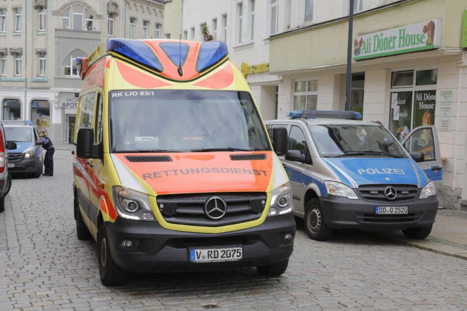 Der Besitzer und zwei Mitarbeiter wurden bei der Attacke verletzt.
