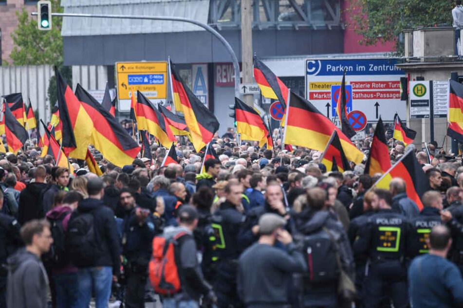 Eilverfahren nach Hitlergüßen bei Demonstrationen in Chemnitz