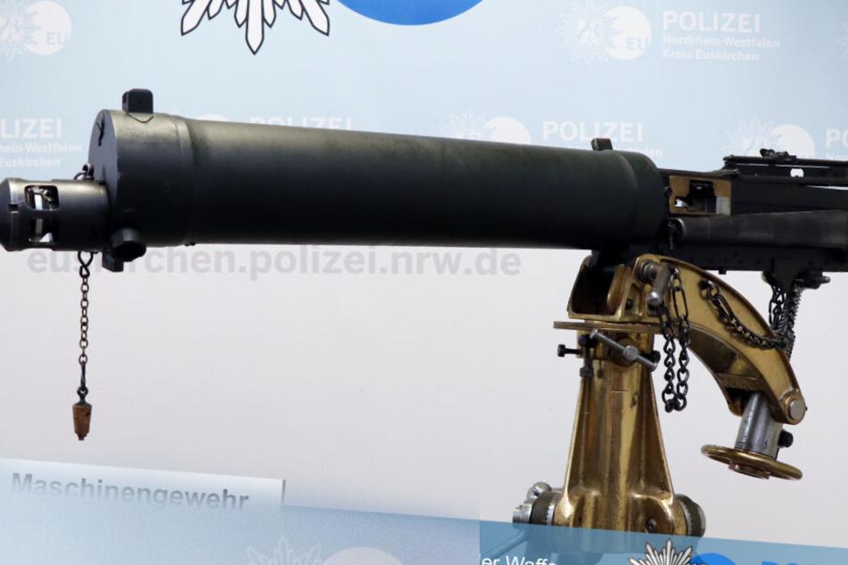 Dieses Maschinengewehr stand in einem Schlafzimmer in Zülpich.