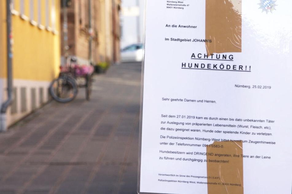 Die Polizei warnt in Nürnberg unter anderem mit Plakaten vor den gefährlichen Ködern.