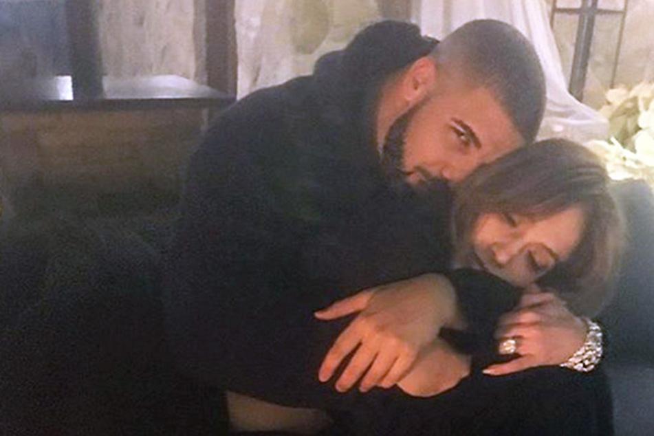 So verliebt zeigen sich J.Lo und Drake das erste Mal gemeinsam