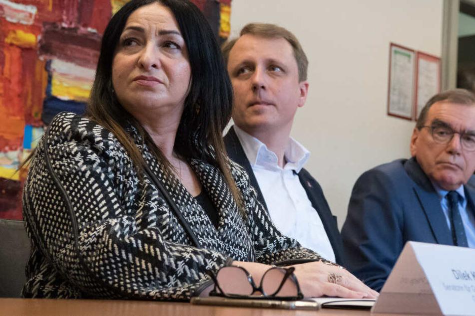 Dilek Kalayci (l-r, SPD), Senatorin für Gesundheit, Lukas Murajda, Amtsarzt, und Ulrich Frei, Ärztlicher Direktor der Charité, informieren auf einer Pressekonferenz über den ersten Coronavirus-Fall in Berlin.